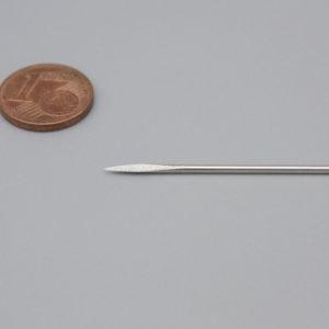 Ledernadeln mit Dreikantspitze Nr. 4 mit Cent zum Größenvergleich